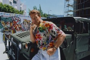 rnold with one of his Hummers - Photo Courtesy of : http://latimesblogs.latimes.com/washington/2009/06/schwarzenegger-hummer.html
